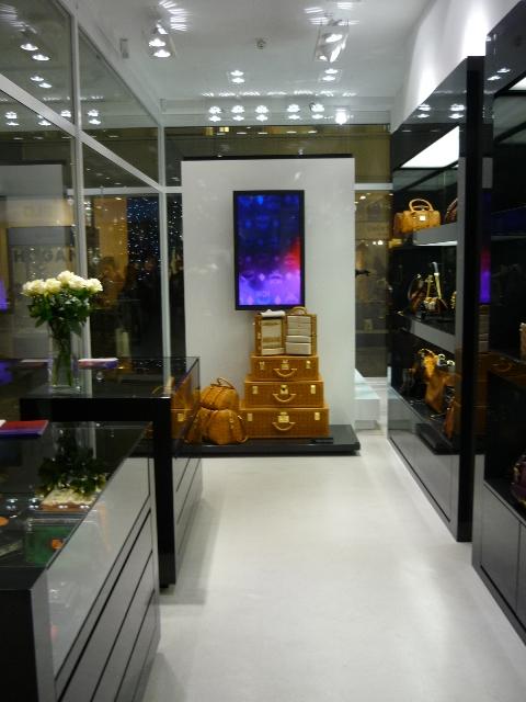 mcm shoper ffnung in d sseldorf modepilot. Black Bedroom Furniture Sets. Home Design Ideas