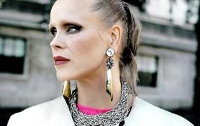 Streetstyle: Make-Up brauenlos und Glitzersterne