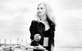 Claudia Schiffer für Guess' 30 sexy years
