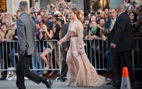 Jennifer Lopez in Nude