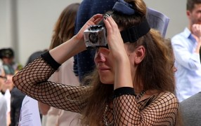 Fashionweek-Life-Video von der Stirn