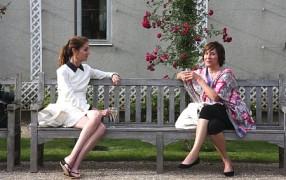 Wie sitzt man elegant auf einer Parkbank?