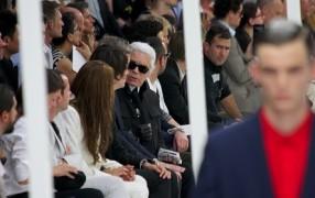 Wenn man neben Karl Lagerfeld sitzt, dann...