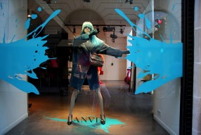 Modepilot-Paris-Schaufenster-Avenue Montaigne-Fbg. St. Honore-Sommer 2012-Winetrware-fashion-BlogLanvin Fenster 1