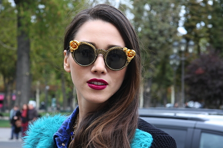 Modepilot-Streetstyle-Styling-Barockbrille-pinke Clutch-grüner Pelz-Mode-Bloge