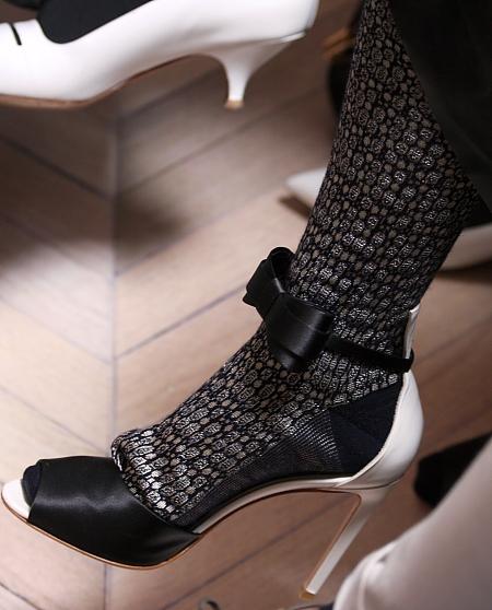 Modepilot-Strümpfe in offenen Schuhen-Sandalen-Schleifen-Schuhe-Mode-Blog