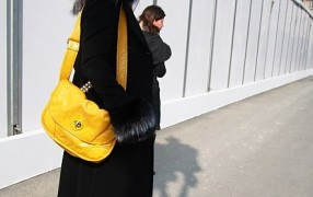 Streetstyle: Statement-Color-Tasche
