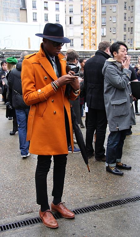 Modepilot-Streetstyle-Orangener Mantel-Männermode-Mode-Blog