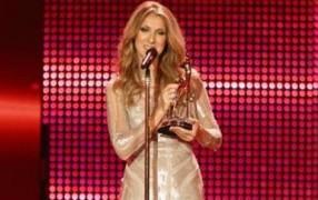 Viel besser: Celine Dion in Elie Saab