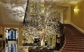 Christmas-tree-mcqueens-1-modepilot-blog-claridges