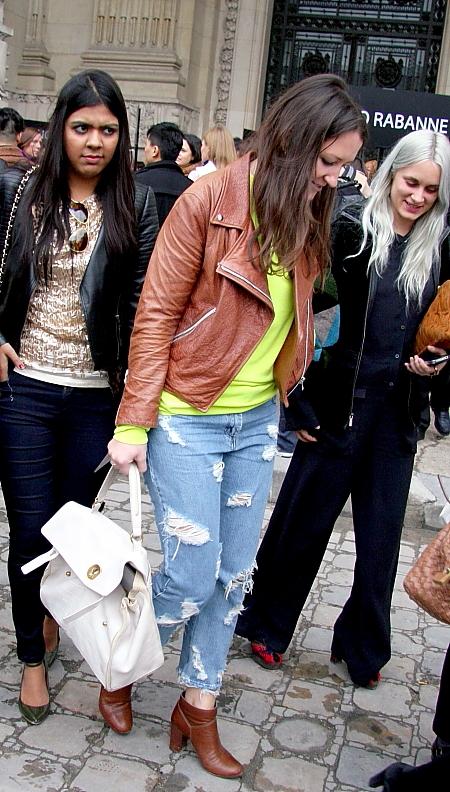 Modepilot-kaputte Jeans-Löcher-Jeans-Fashion Blog-Mode-Streetstyle