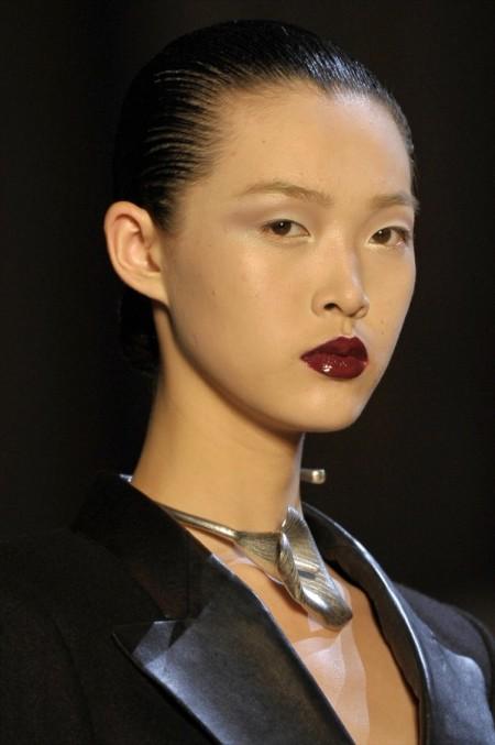 Modepilot-TRend-Beauty-dunbkelrote Lippen-yves_saint_laurent_daw12_011