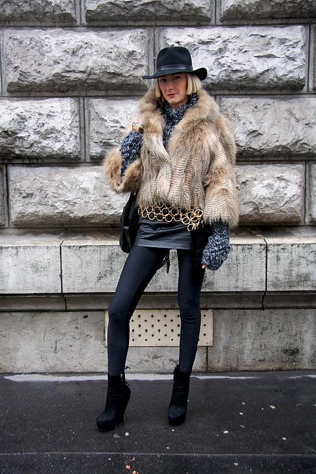 Modepilot-Streetstyle-Legging und Pelz-Mode-Fashionweek-Paris-Fashion-Blog
