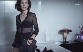 Milla Jovovich macht's für Sisley