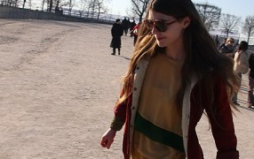 Streetstyle: dünnes Kleid im Winter