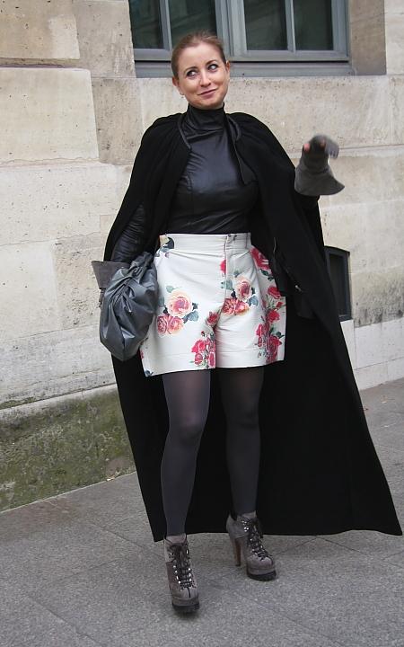 Modepilot-Streetstyle-Blümchen short-Paris-Fashionweek-Mode-Blog-Barbara Markert