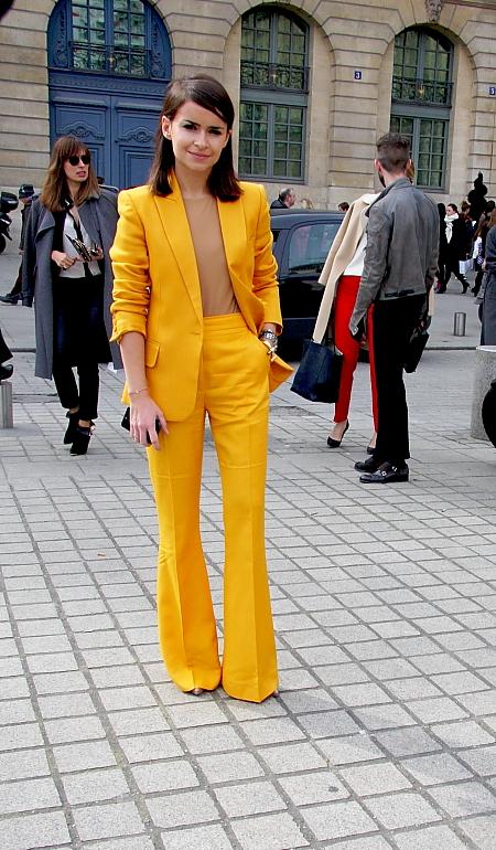 Modepilot-Streetstyle- Miroslava Duma-gelber Anzug-Barbara Markert-Nude-Body-Fashion-Blog