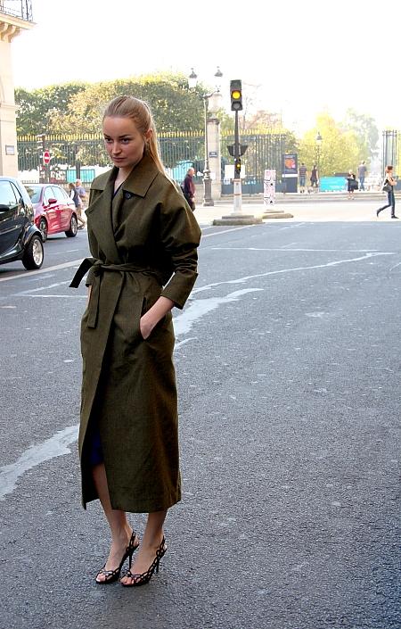 Modepilot-grüner Mantel-Streetstyle-Paris-Mode-Fashion-Blog-Barbara Markert