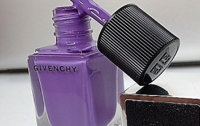 Cooles Lila von Givenchy