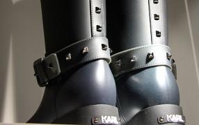Warten auf die Karl Lagerfeld Gummistiefel