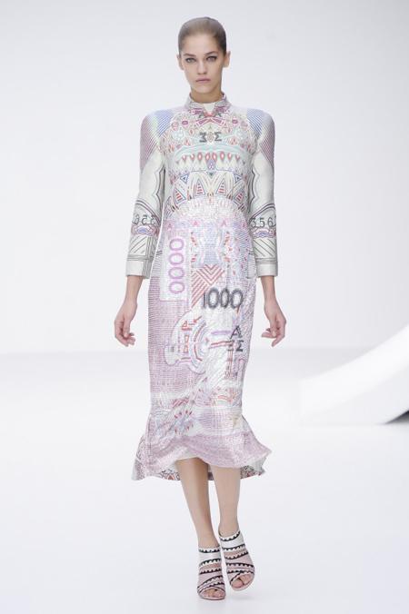 Modepilot-Trend-Sommerkleid-Sommer-langärmelig-Fashionweek-Paris-Mode-Blog-Mary Katrantzou