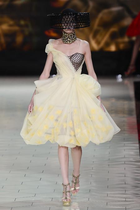 Modepilot-Trend-Kleider-weitschwingend-50er-Fashionweek-Paris-Mode-Blog-Alexander Mc Queen