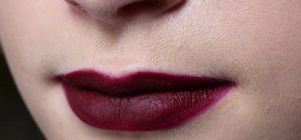 Trend-Make-Up rote Lippen - Gebrauchsanweisung