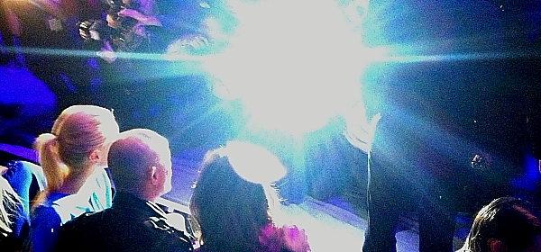 Laurèl-Show mit Red-Carpet-Blitzlichtgewitter