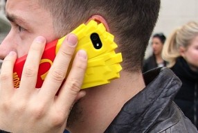 Modepilot-Moschino-Handy-i-Phone-jeremy_Scott-Mode-Blog