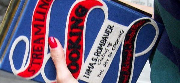 Streetstyle: Olympia Le Tan' s Büchertaschen im Alltag