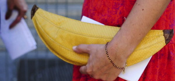 Sommertrend Gelb: als Streetstyle-Accessoire