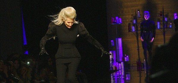 Modelsturz bei Gaultier: Uff, nichts passiert!