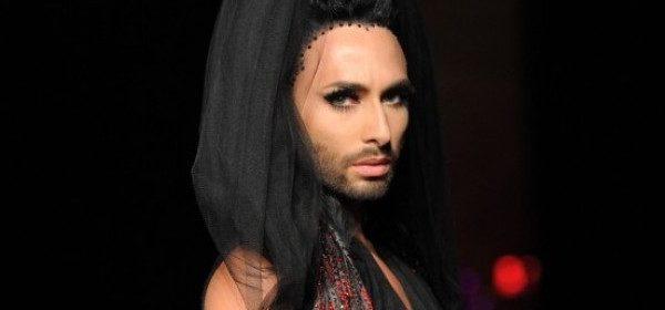 Conchita Wurst und viele Vampire bei Gaultier
