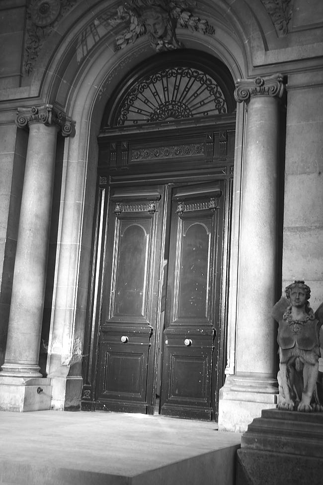 Maison-Margiela-Door-closed-after-Show-Modepilot