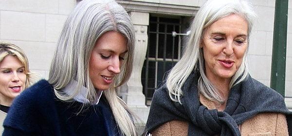 Frau mitte 30 graue haare