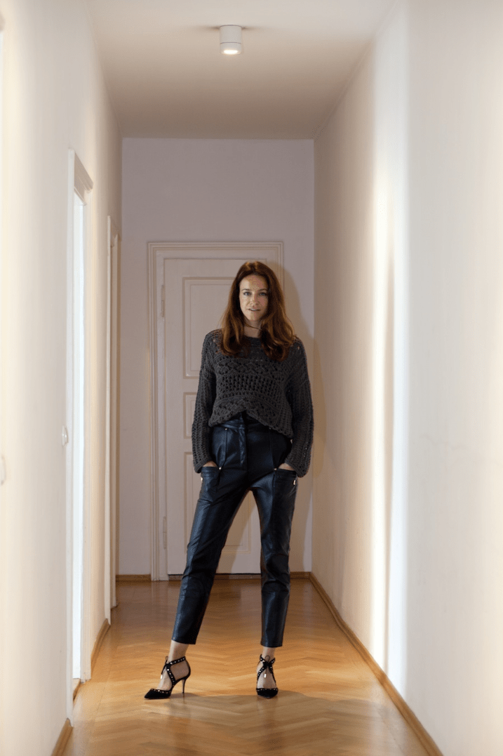 Farfetch Aquazzura Balmain Iris von Arnim Outfit Modepilot