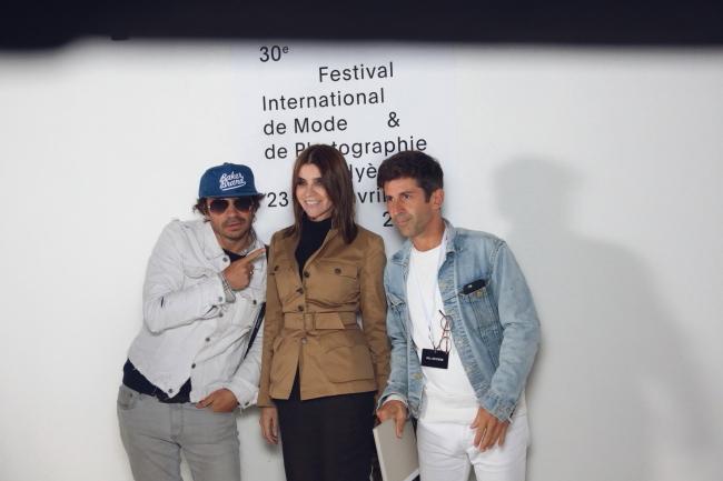 Purple-Grüner Olivier Zahm, CR Fashionbooks-Chefredakteurin Carine Roitfeld, Graffiti Künstler und Barbesitzer André Saraiva