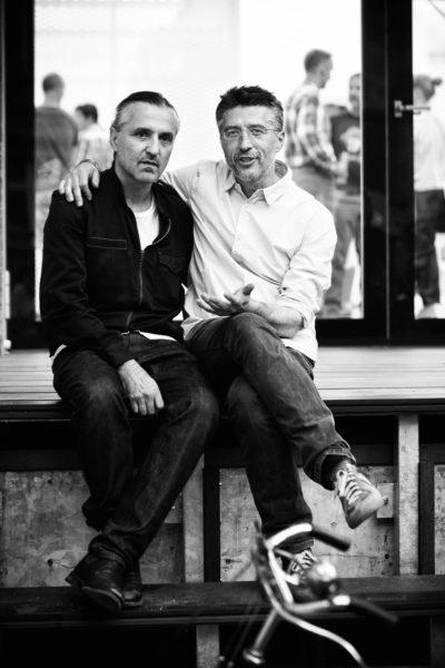 Bleibt alles in der Familie: Modemacher Kostas Murkudis (links) und Modehändler Andreas Murkudis arbeiten gut zusammen.