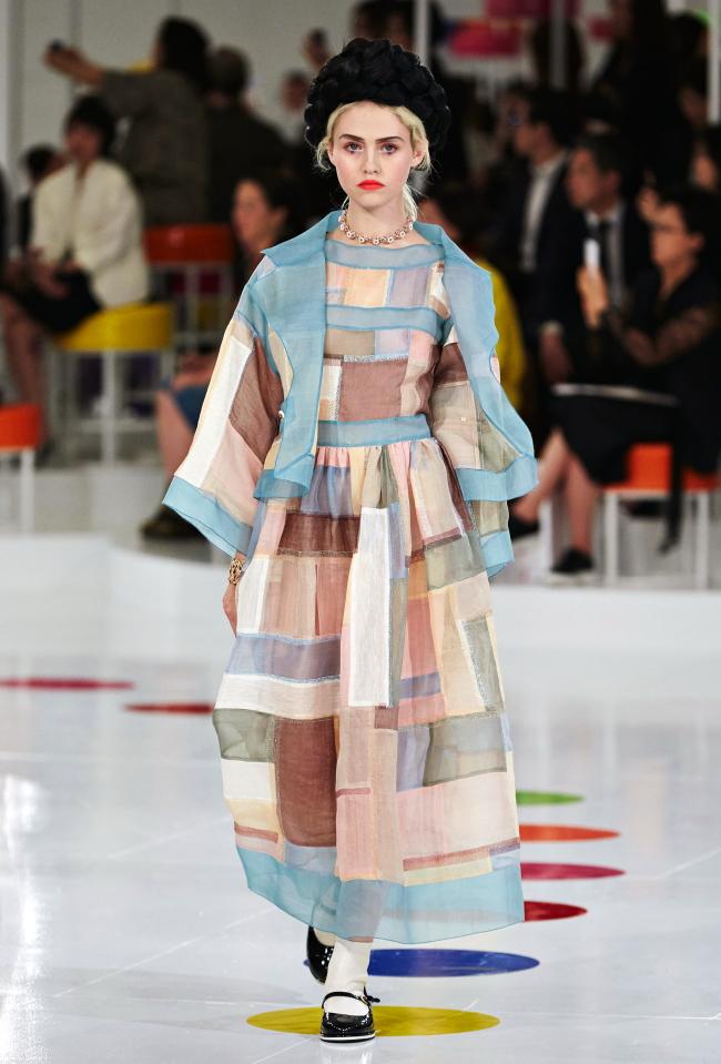 Hanbok-Kleid mit tiefer gelegten Taillenschnitt