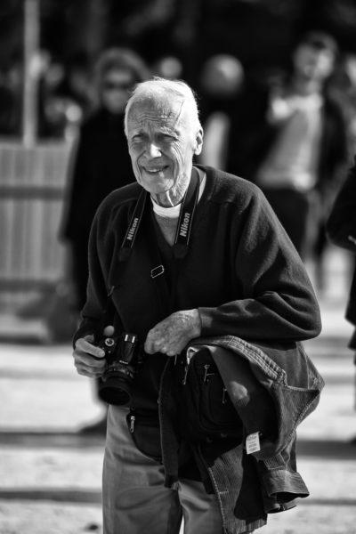Normalerweise entgeht Bill Cunningham nichts. Hier hat der Fotograf, der 1929 geboren wurde und noch immer zu den Schauen fährt, aber übersehen, dass Helmut Fricke manchmal auch mit langer Linse arbeitet.