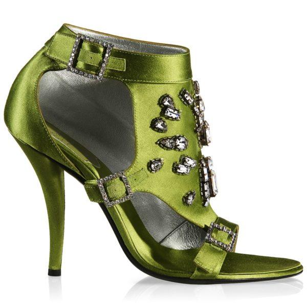 Sandaletten aus grünem Seidensatin mit Strassschnallen und Strasssteinen, circa 6500 Euro