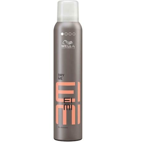 Wella EIMI Dry Me - Das Trockenshampoo gibt Volumen und frischt das Haar auf