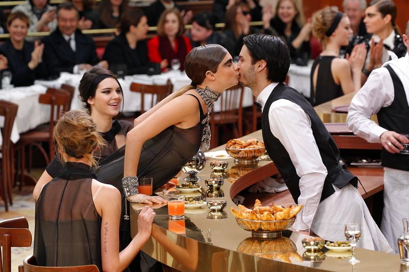 Brasserie Gabrielle: Chanel Prêt-à-Porter-Schau AW 2015-16