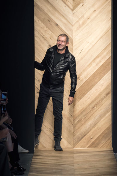 """Tomas Maier (Bottega Veneta) ungewohnt """"rockig"""" – meist trägt er Hemd und Pullover."""