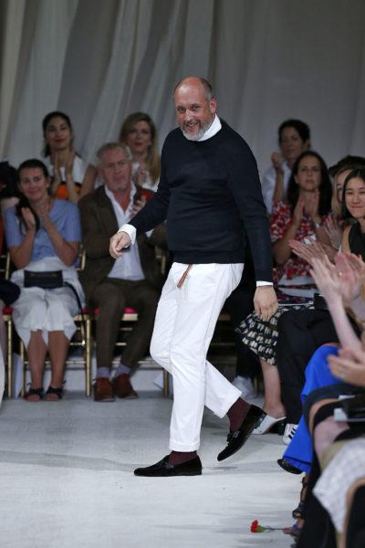 Peter Copping (Oscar de la Renta) in weißer Jeans. Trägt auch…