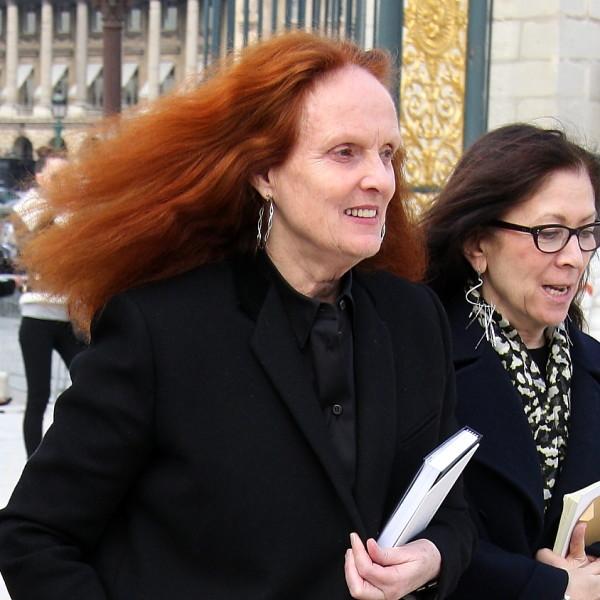 Farewell an zwei Frauen der Mode