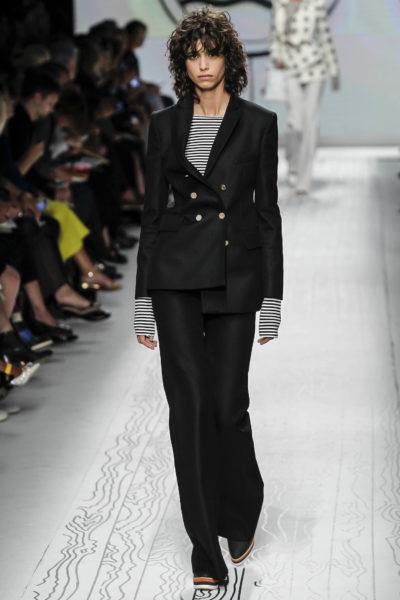 """Anzug von Max Mara: Durch die """"Verknöpfung"""" wird der Look interessant"""