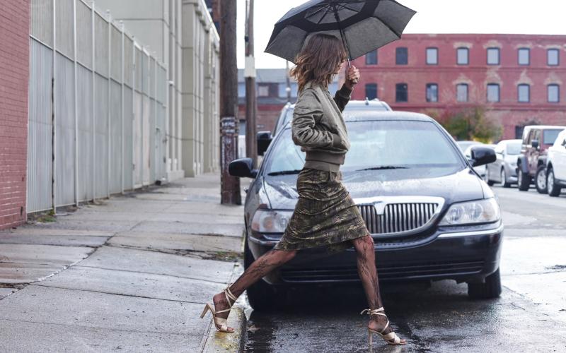 Look: Regenshoot vor Auto. Ich frage mich die ganze Zeit, ob die Kampagne von der Automobilindustrie gesponsort wurde. Ok, lassen wir das und kommen zur Mode.
