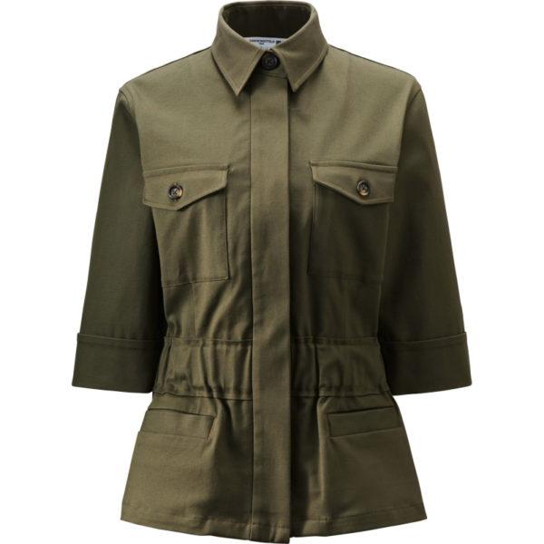 Die Jacke mit Kurzarm ist cool, sitzt gut, aber der dicke Baumwollstoff könnte nach ein paar Monaten ramschig aussehen. Hier gebe ich eine halbe Kaufempfehlung.