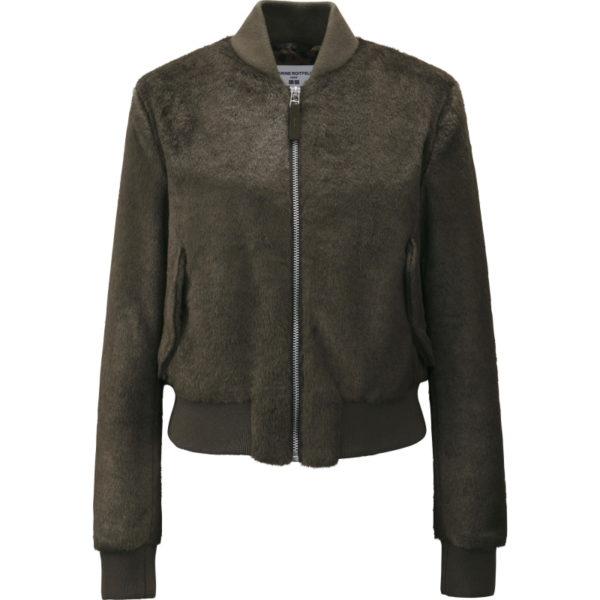 Bei der Jacke habe ich Zweifel. Das ist so ein Fake-Fur, der schnell mal billig aussehen kann. Aber von der Ferne wirkt es super. Eine Jacke für Landschafts-Shootings und kein Date zu Zweit. Es sei denn, der andere streichelt gerne Stofftiere.